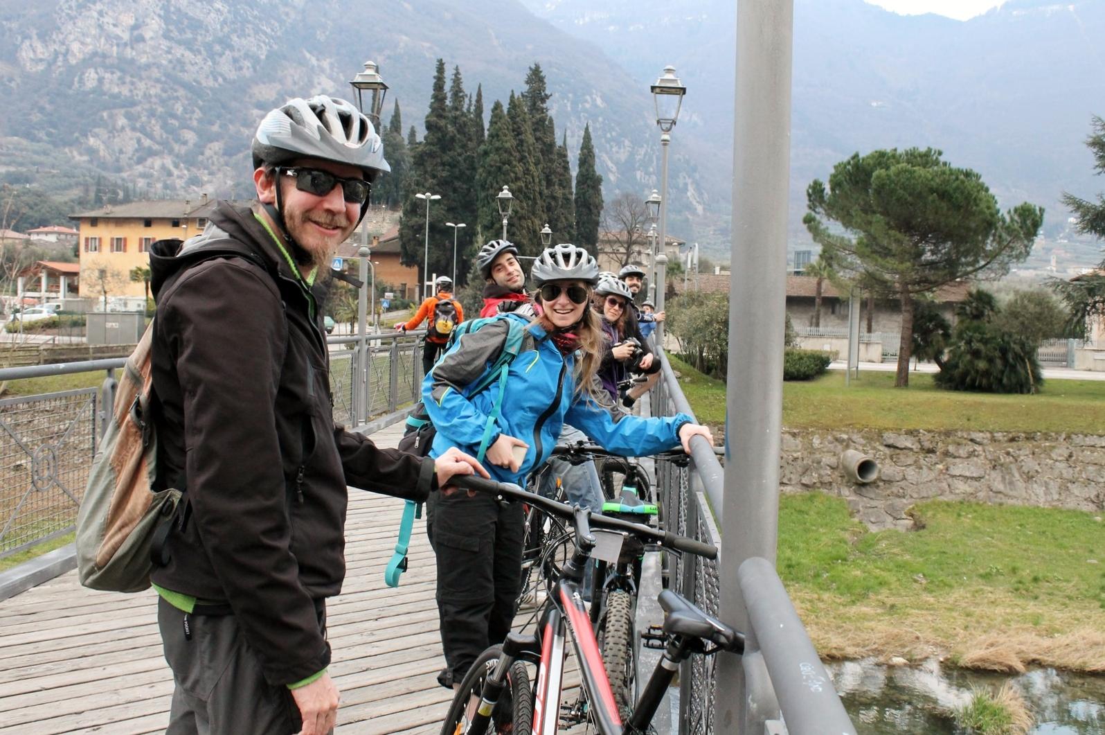 In mountainbike sulla ciclabile lungo il Sarca