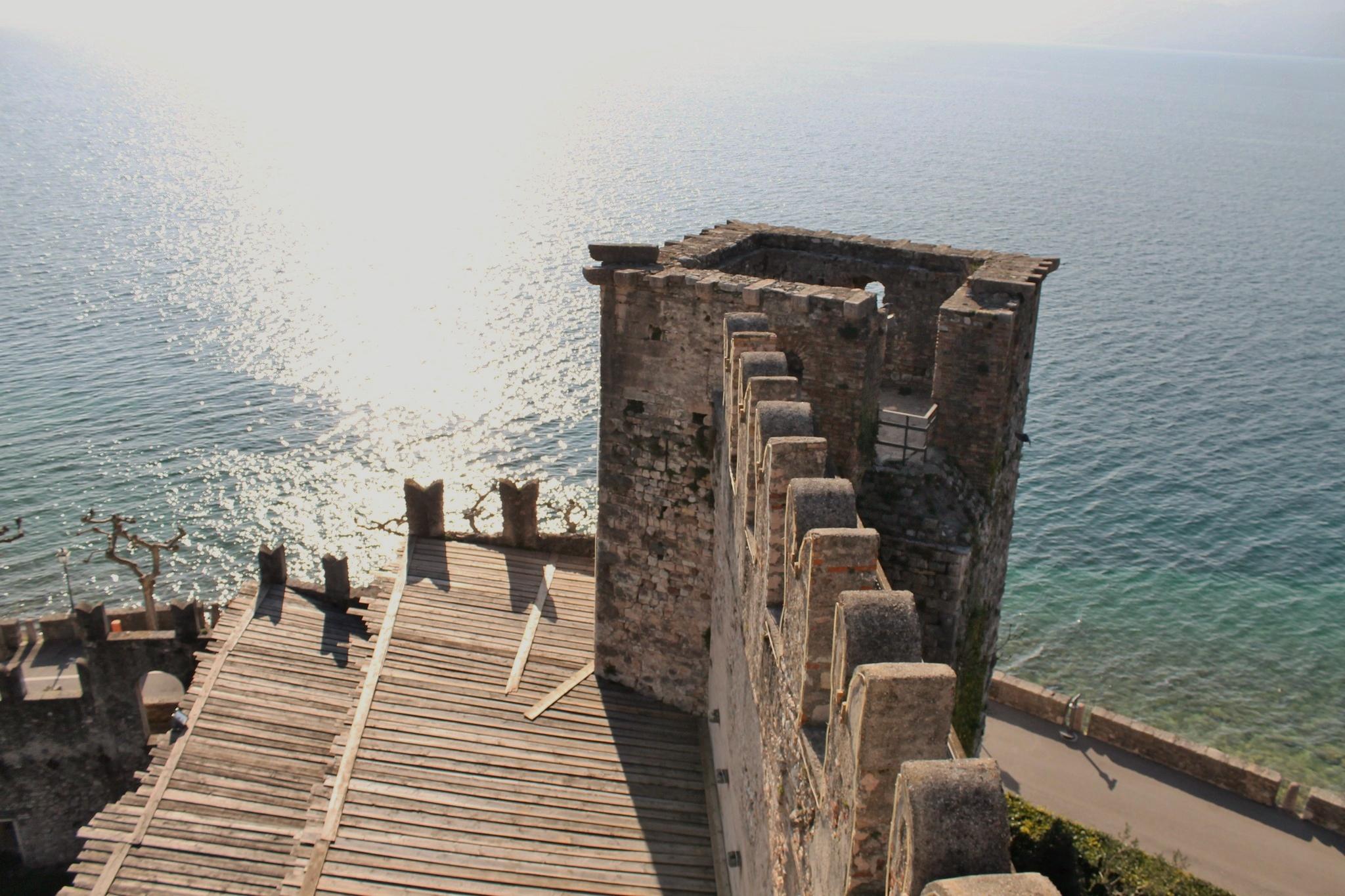 Un castello sull'acqua, Torri del Benaco
