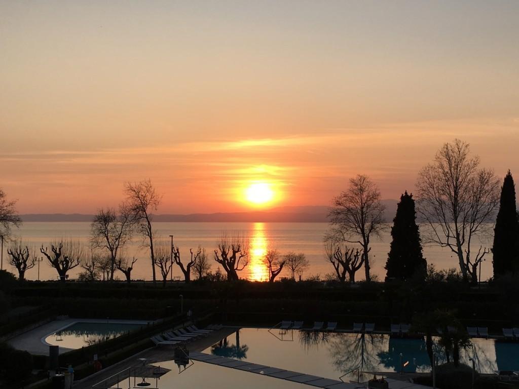tramonto dall'hotel bardolino
