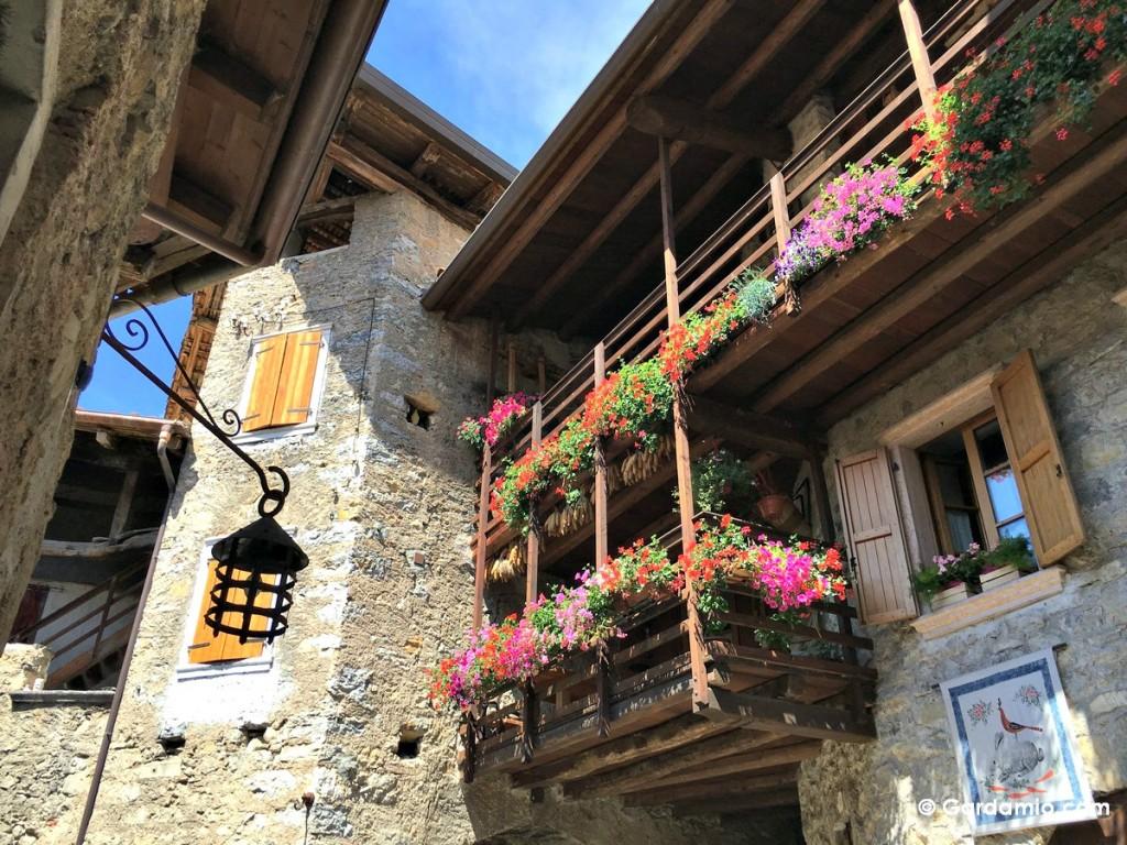 canale di tenno balcone fiorito