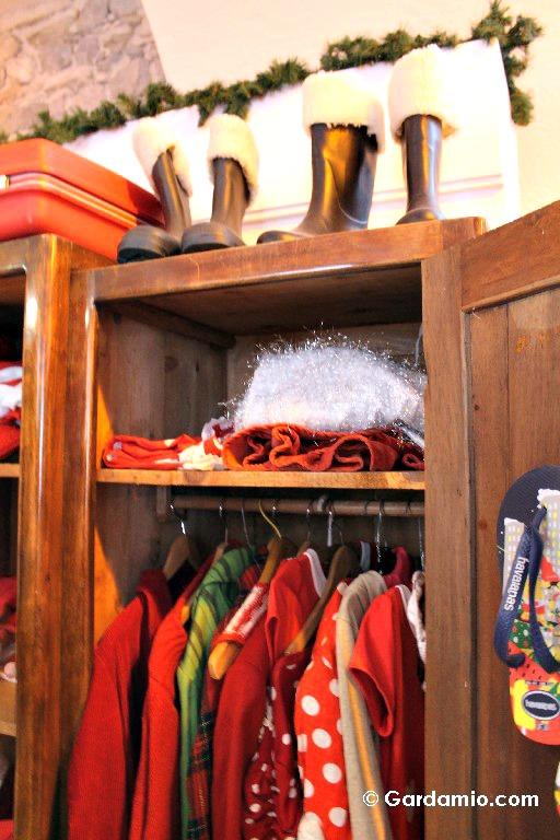 casa-babbo-natale-vestiti